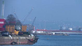 """Mercredi 22 décembre, des dockers de la CGT ont lancé une nouvelle opération """"port mort""""auHavre, en Seine-Maritime. (FRANCE 2)"""