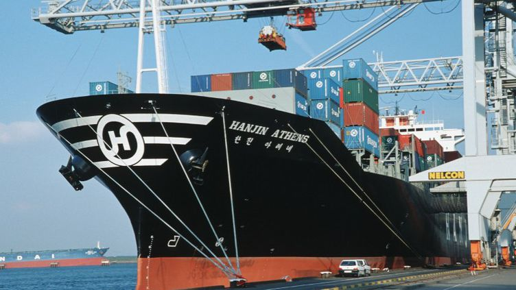 Le port de Rotterdam le 16 décembre 2011.Une torpille remplie de 100 kilos de cocaïne fixée à la coque d'un cargo y a été découverte en avril 2013. (ANGELIKA JAKOB / AFP)