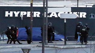 L'assaut de la prise d'otages à la porte de Vincennes à Paris, le 9 jenvier 2015 (THOMAS SAMSON / AFP)