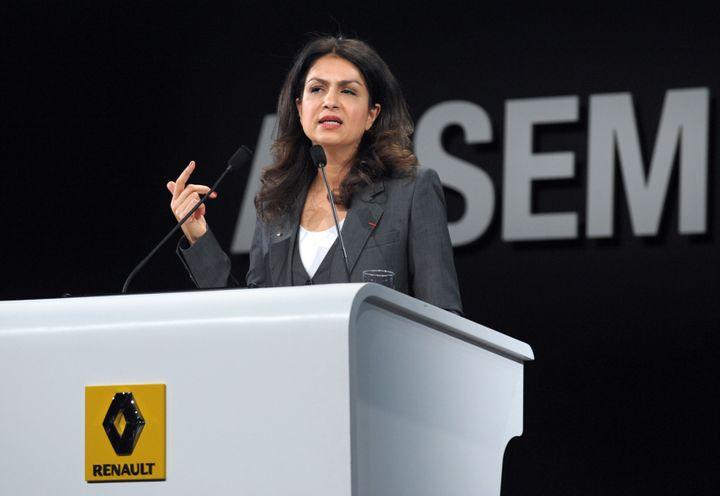 Mouna Sepehri, directrice déléguée à la présidence de Renault, fait une présentation le 30 avril 2013 à Paris. (ERIC PIERMONT / AFP)