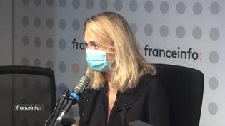 """Julie Gayet, commédienne dans le téléfilm """"Une mère parfaite"""" sur TF1. (CAPTURE ECRAN / FRANCEINFO)"""