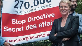 "La journaliste Elise Lucet défend sa pétition contre la directive ""secret des affaires"", à Paris, le 15 juin 2015. (ALINE WEISS / SIPA)"