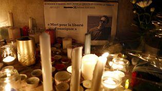 Hommages rendus à Samuel Paty sur la promenade des Anglais à Nice, le 21 octobre 2020 (photo d'illustration). (SEBASTIEN NOGIER / EPA)