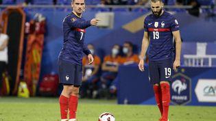 Antoine Griezmann et Karim Benzema lors du match entre la France et la Finlande, le 7 septembre au Groupama Stadium à Lyon (JEAN CATUFFE / JEAN CATUFFE)