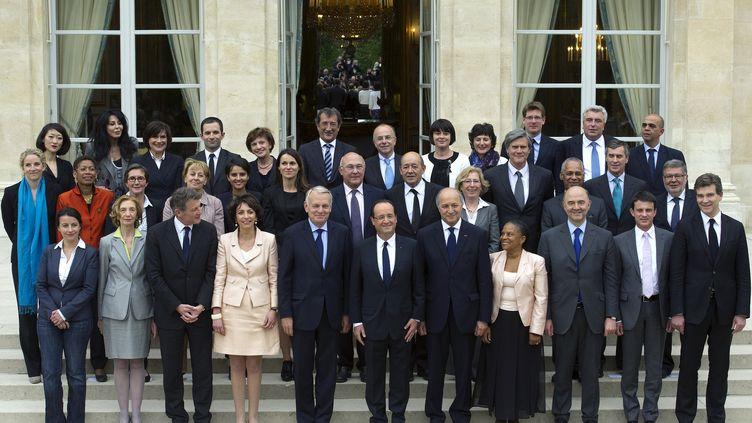 Le gouvernement au grand complet, le 17 mai 2012 à Paris. (LIONEL BONAVENTURE / AFP)