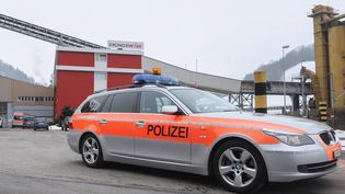 Un voiture de police suisse près de Lucerne, le 27 février 2013 (Illustration). (AFP)