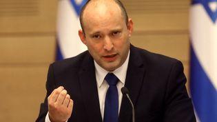 Le nouveau Premier ministre israélien, Naftali Bennett,lors d'un discoursà la Knesset, le 13 juin 2021, à Jérusalem. (GIL COHEN-MAGEN / AFP)