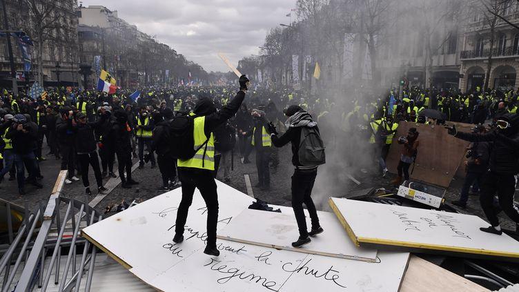 """Affrontements à Paris entre des casseurs et les forces de l'ordre, le 16 mars 2019, 18e journée de mobilisation des """"gilets jaunes"""". (MAXPPP)"""