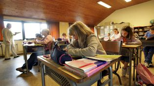 Des enfant de l'école communale Jean-Jaurès de Mouscron (Belgique), en 2005. (FRANCOIS LO PRESTI / AFP)