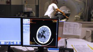 La barrière hémato-encéphalique protège le cerveau des agressions extérieures mais complique aussile traitementd'un grand nombre de maladiesneurologiques.Photo d'illustration d'uneIRM du cerveau. (MAXPPP)
