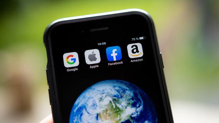 L'acronyme Gafa regroupe Google, Apple, Facebook, et Amazon. (DAVID HIMBERT / HANS LUCAS / AFP)