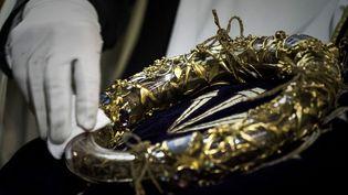 La couronne d'épines de Saint Louis fait partie des reliques abritées par la cathédrale Notre-Dame de Paris. (PHILIPPE LOPEZ / AFP)