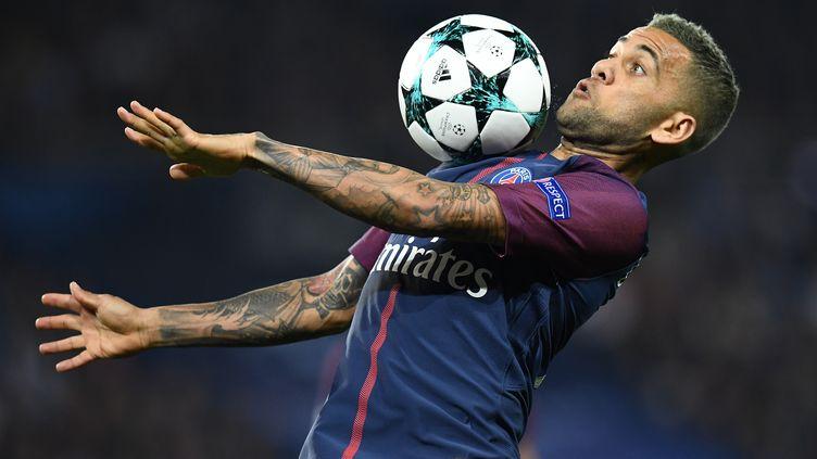 Le défenseur du PSG, Daniel Alves (FRANCK FIFE / AFP)