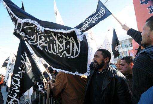 Manifestation salafiste à Tunis le 11 juin 2013 pour demander l'application de la charia (AFP - SALAH HABIBI )