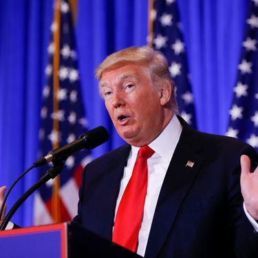 Donald Trump donne sa première conférence de presse en tant que président-élu, le 11 janvier 2017, à New York (Etats-Unis). (SHANNON STAPLETON / REUTERS)