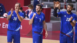 Valentin Porte, Romain Lagarde et Luka Karabatic, après leur victoire face à l'équipe du Bahreïn, le 3 août. (HERVIO JEAN-MARIE / KMSP / AFP)