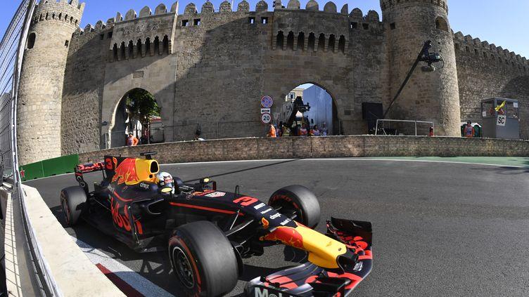 Daniel Ricciardo (Red-Bull) sur le tracé de Bakou (ALEXANDER NEMENOV / AFP)