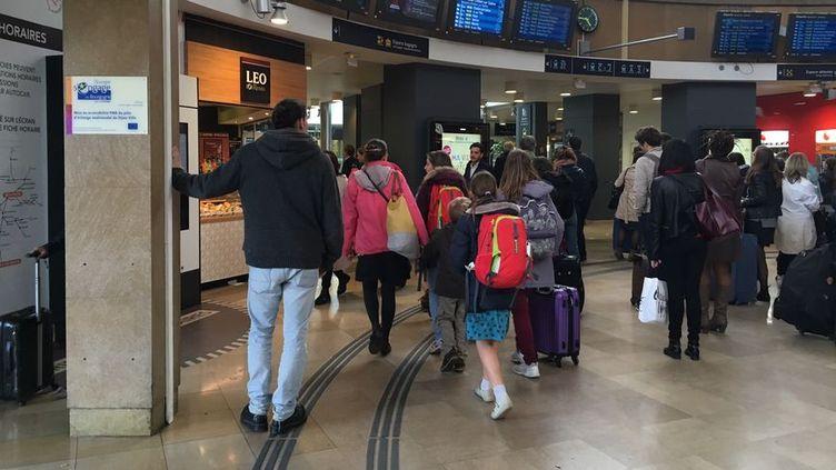 À la gare de Dijon , nombreuses sont les familles à partir en vacances. (Radio France - Marion Bargiacchi)