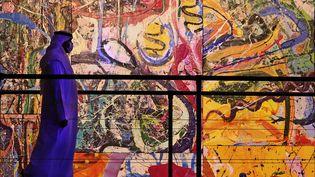 """""""The Journey of Humanity"""", une oeuvre géante de l'artiste britannique Sacha Jafri, exposée à Dubaï avant d'être vendue (25 février 2021) (KARIM SAHIB / AFP)"""