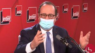 François Hollande sur France Inter le 13 novembre 2020. (FRANCEINTER / RADIOFRANCE)
