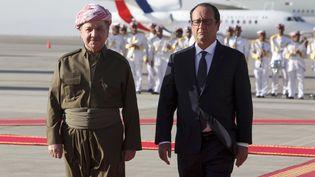 François Hollande passe des troupes en revue à l'aéroport d'Arbil (Irak), le 2 septembre 2014. (AZAD LASHKARI / REUTERS)