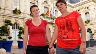 Angélique Leroux et Amandine Gilles, devant la mairie de Bollène (Vaucluse), le 24 août 2013. ( MAXPPP)