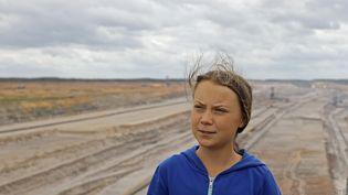 La militante écologiste Greta Thunberg viste la mine à ciel ouvert de Hambach, en Allemange, le 10 août 2019. (OLIVER BERG / DPA / AFP)