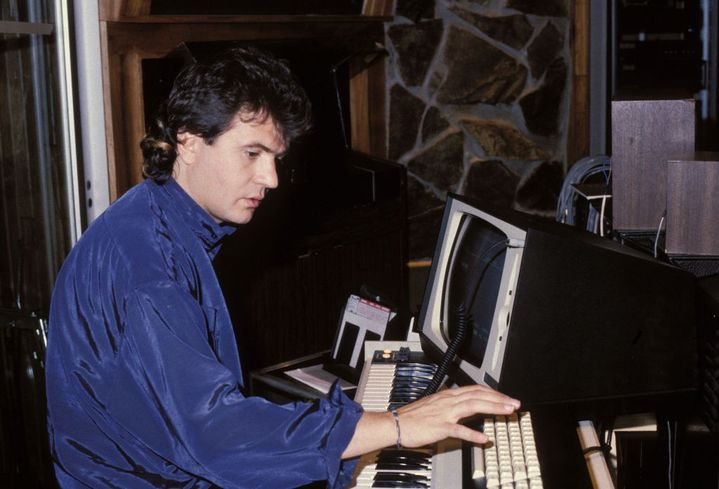 Daniel Balavoine composant dans son studio en 1985. (PIERRE DUBOIS / GAMMA-RAPHO)