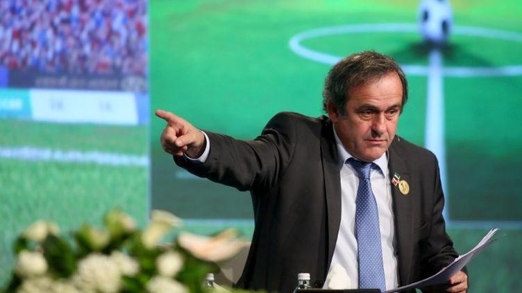 Michel Platini, le président de l'UEFA, lors d'une conférence à Dubaï (Emirats Arabes Unis) le 28 décembre 2012. (MARWAN NAAMANI / AFP)