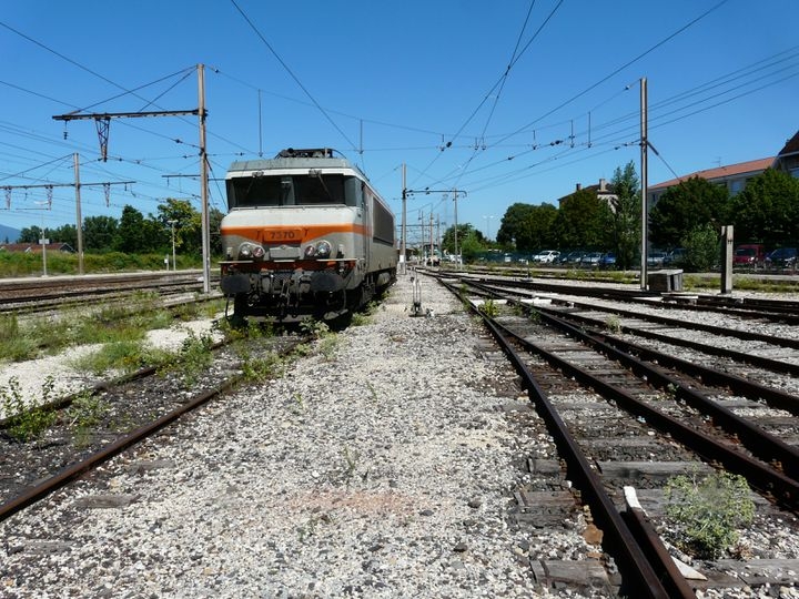 Les voies de service de la gare de Saint-Rambert, dans la Drôme. C'est à cet endroit qu'un train convoyant de l'uranium appauvri a déraillé, le 21 janvier 2013. (FRANCETV INFO )