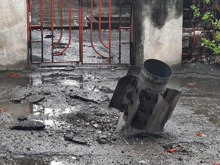 Dans la capitale du Haut-Karabakh arménien, les conséquences des bombardements des Azéris, le 5 octobre 2020. Ici, un missile Schmerts de fabrication russe s'est fiché dans le sol sans exploser. (CLAUDE BRUILLOT / ESP - REDA INTERNATIONALE)