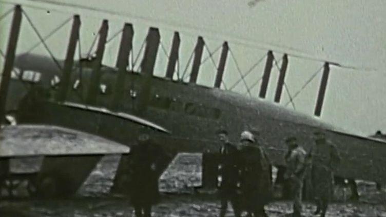 L'avion du premier vol commercial Paris-Londres. (France 2)