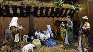 Une crèche sur le marché de Noël de Troyes (Aube), le 24 décembre 2013. (MAXPPP)
