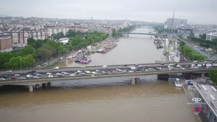 Capture d'écran d'une vidéo de la préfecture de police de Paris montrant la crue de la Seine, le 3 juin 2016. (PREFECTURE DE POLICE DE PARIS)