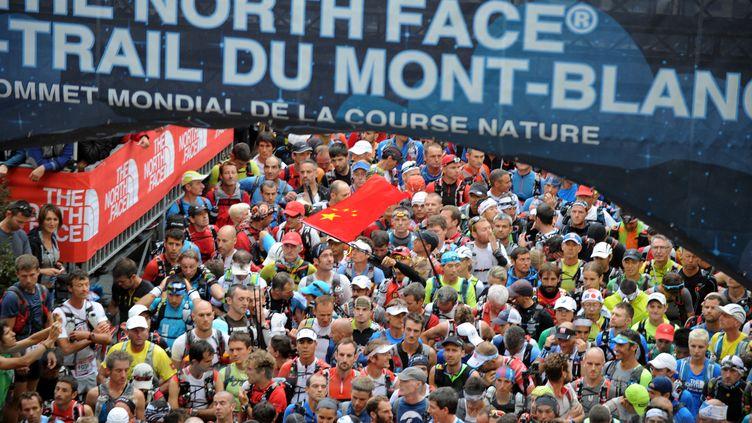 Le départ de l'Ultra-Trail du Mont-Blanc lors de la 13e édition en 2015.  (JEAN-PIERRE CLATOT / AFP)