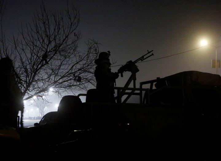 Un membre des forces spéciales afghanes posté devant l'hôtel Intercontinental de Kaboul, le 20 janvier 2018. (OMAR SOBHANI / X02487)