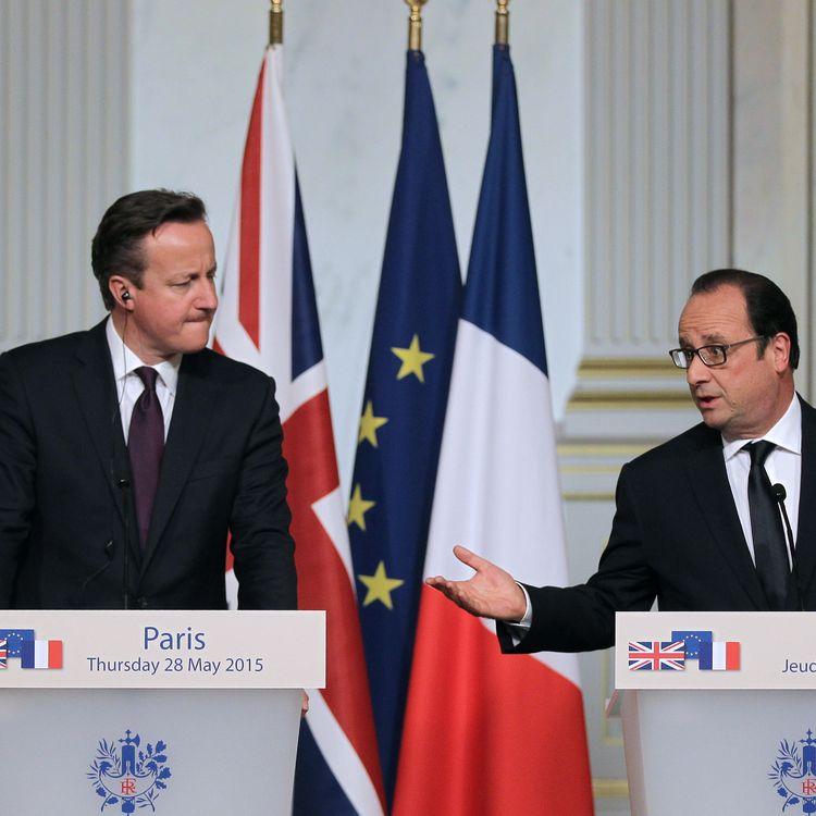 Le Premier ministre du Royaume-Uni, David Cameron, et le président de la République français,François Hollande, le 28 mai 2015, à l'Elysée. (CHARLY TRIBALLEAU / AFP)