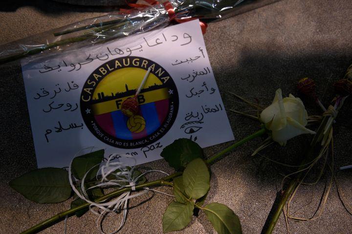 Les hommages spontanés ont commencé devant le Camp Nou