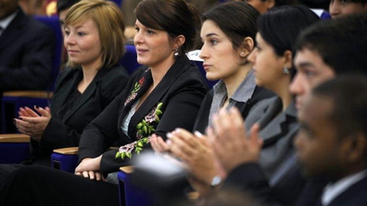 Les élèves de la première classe préparatoire au concours externe de l'ENA, le 7 octobre 2009, font première rentrée. (© AFP/FRED DUFOUR)