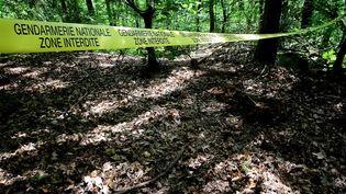 Un cordon de police sur le site des fouilles pour retrouver le corps Estelle Mouzin, le 16 juin 2021 dans le village d'Issancourt-et-Rumel(Ardennes). (FRANCOIS NASCIMBENI / AFP)