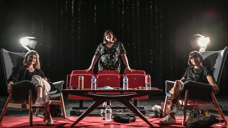 Juliette Faucon, Lola Ces et Marie Facundo au théâtre Bobino le 22 mai 2020 (STEPHANE DE SAKUTIN / AFP)
