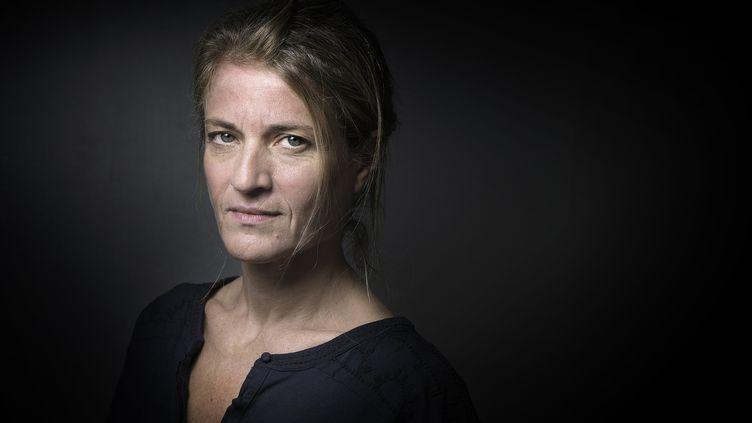 L'auteure Nathalie Azoulai pose à Paris, le 7 octobre 2015. (JOEL SAGET / AFP)