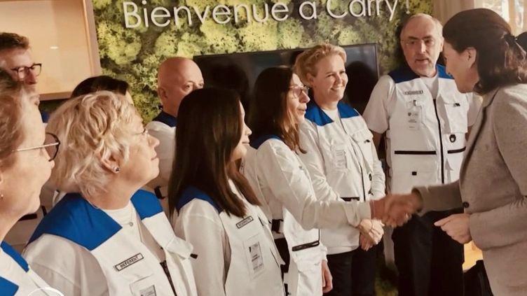 Alors que le passage au stade 3 n'a toujours pas été déclaré en France, les autorités sanitaires ont fait appel à la réserve sanitaire pour lutter contre le Covid-19. (FRANCE 2)