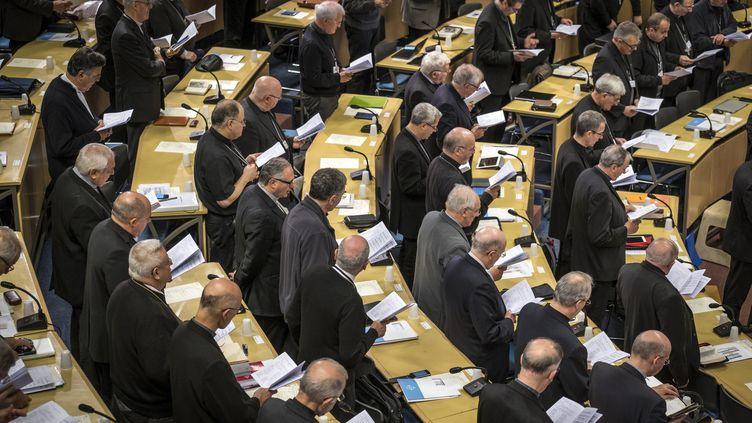 Des membres de la Conférence des évêques de France siègent à Lourdes (Hautes-Pyrénées), le 3 novembre 2018. (ERIC CABANIS / AFP)