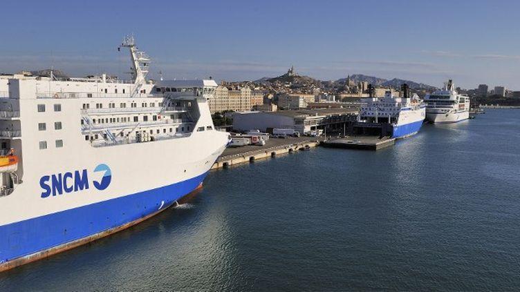 Un bateau de la SNCM dans le port de Marseille (Bouches-du-Rhône), le 3 mai 2013. (MAURICE SUBERVIE  / AFP)