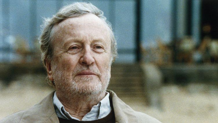 """Claude Rich dans """"Le Cou de la girafe"""", en 2004. (NATHALIE ENO / AFP)"""