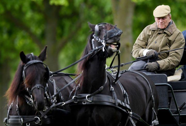 Le duc d'Edimbourg a participé à l'élaboration des règles de l'attelage.  (FACUNDO ARRIZABALAGA / EPA)