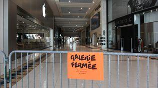 Une galerie commerciale, le 19 mars 2020 à Saint-Herblain (Loire-Atlantique). (SAMUEL HENSE / HANS LUCAS / AFP)