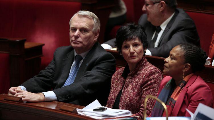 Le Premier ministre, Jean-Marc Ayrault, et la ministre de la Famille, Dominique Bertinotti, le 12 février 2013, à l'Assemblée nationale, à Paris. (JACQUES DEMARTHON / AFP)