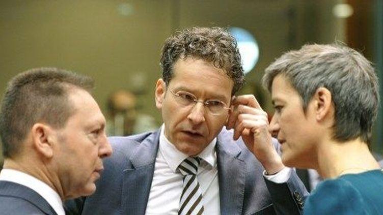 Jeroen Dijsselbloem (au centre). Le nouveau patron de l'Eurogroupe au centre des critiques. (AFP/GEORGES GOBET / AFP)